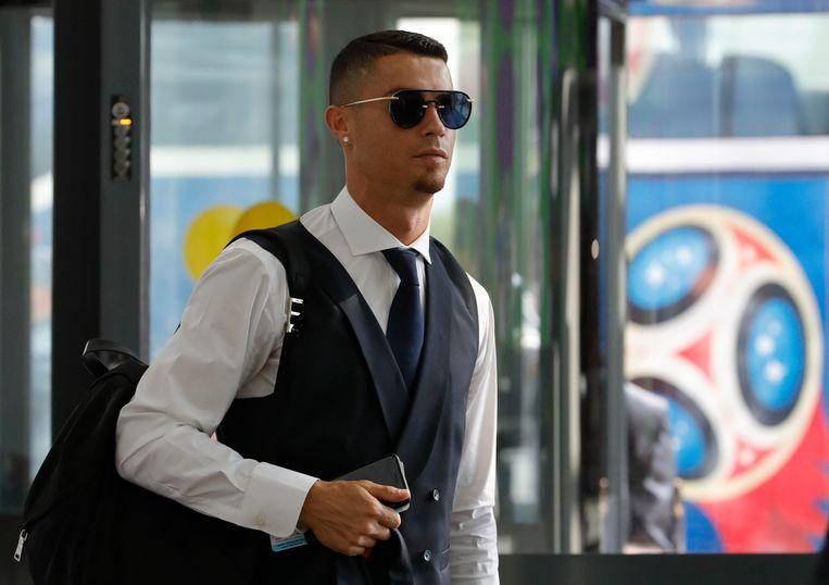 Ronaldo vertrekt terug naar huis. Beeld Photo News