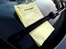 Zestien boetes voor fout parkeren bij basisscholen in Den Bosch
