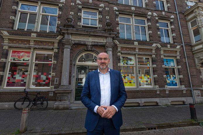 Rector Roel Kuiper voor de Theologische Universiteit aan de Broederweg in Kampen. De rector verwacht nog dit jaar met een plan te komen voor een verhuizing van de 'domineesfabriek' naar Zwolle of Utrecht.