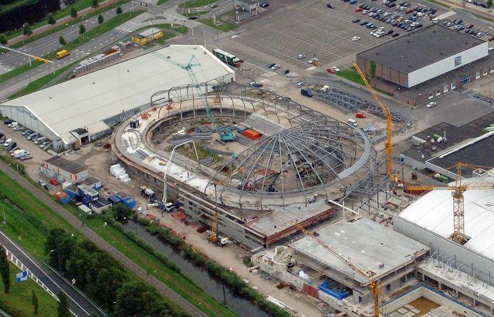 De bouw van de Sportboulevard in de zomer van 2009. Omdat destijds beknibbeld is op jaarlijks onderhoud van dat sportcomplex, moet Dordrecht nu extra betalen. In de coalitie is over en weer chagrijn over de houding van het CDA daarover.