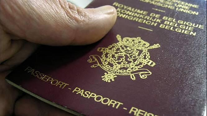 Hele markt voor identiteitsbewijzen op 'dark web': een gestolen paspoort? Dat is dan 9 euro