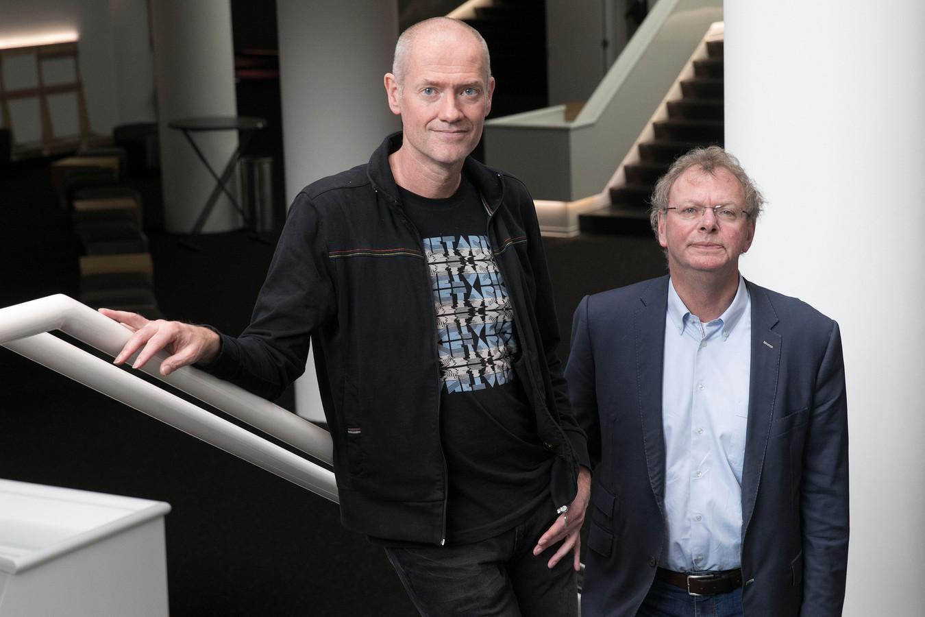 Frank Veenstra (links) met directeur Wim Vringer, die ook gaat stoppen.