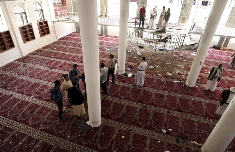 De moskee waar een zelfmoordenaar zich tijdens het vrijdaggebed heeft opgeblazen. Beeld reuters