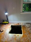 Bij de verbouwing werd de waterput afgedekt met planken, meer niet.