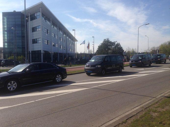 Merkel arriveert 20 minuten achter op schema bij ASML