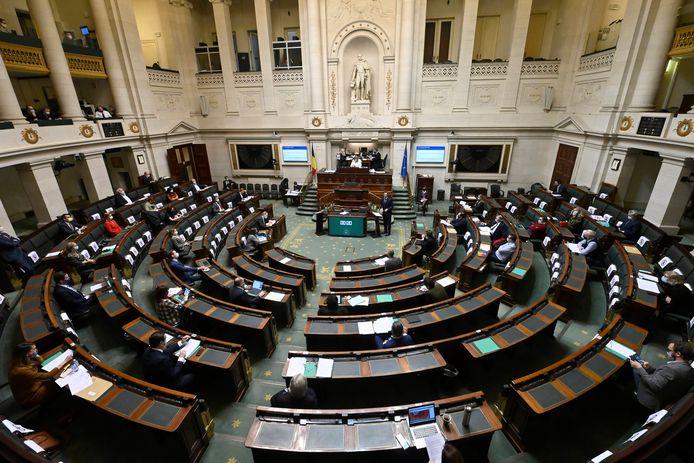 Durant la longue période qui a précédé la formation du gouvernement, des députés socialistes, écologistes, libéraux, DéFI et PTB ont tenté d'élaborer un texte qui assouplissait les conditions de l'avortement, mais ils se sont à chaque fois heurtés aux manœuvres du CD&V, de la N-VA et du Vlaams Belang.