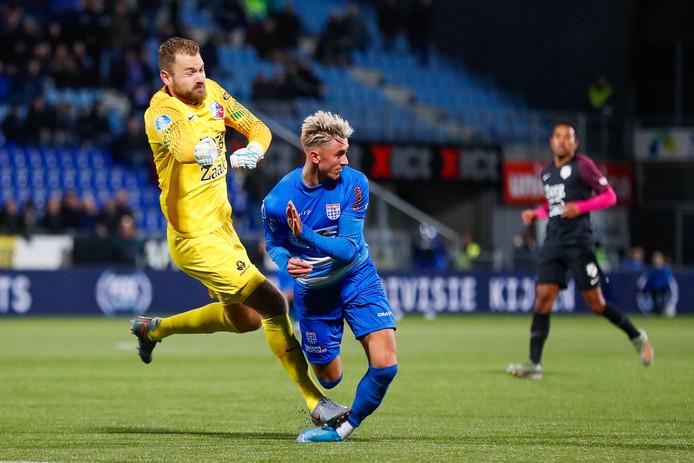 FC Utrecht-doelman Jeroen Zoet stond Dennis Johnsen op zijn enkel vrijdag, waardoor de aanvaller van PEC Zwolle maandag op de training ontbrak in Wijthmen.