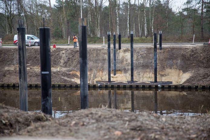De nieuwe fietsbrug verbindt straks het kruispunt van de Terraweg en Ekkersweijer met de NCB-weg aan de andere kant van het Wilhelminakanaal.