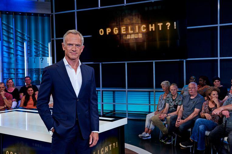 Presentator Jaap Jongbloed van het AvroTros tv-programm Opgelicht?! Het programma zal in 2022 van de buis verdwijnen. Beeld avrotros