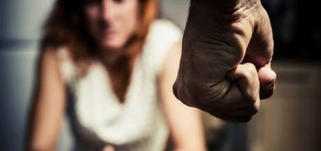 Drutenaar hamert met vuisten zijn vrouw in haar gezicht: bloed, tanden los, kaak ontwricht... werkstraf