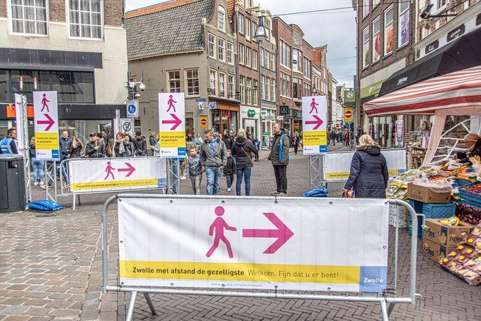 Het eenrichtingverkeer in de drukke Diezerstraat wordt vanaf komende zaterdag opgeheven.