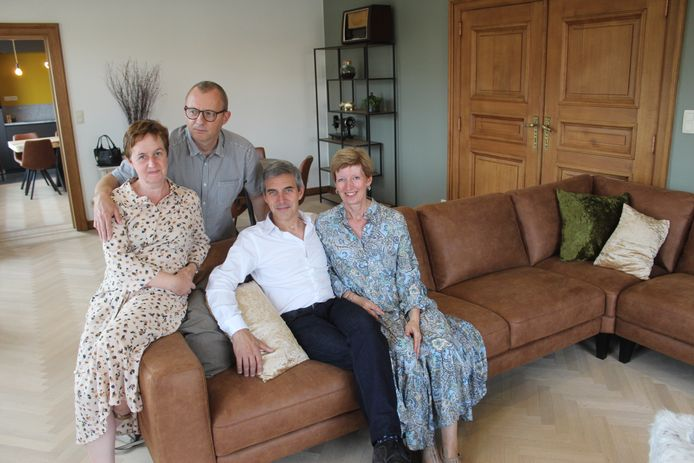 Christine, Piet, Eddy en Ann in de ruime living van vakantiewoning De Brielparel in Maldegem.