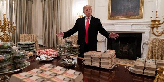 Ongezonde eter Trump kreeg in het geniep bloemkool in zijn gestampte aardappelen