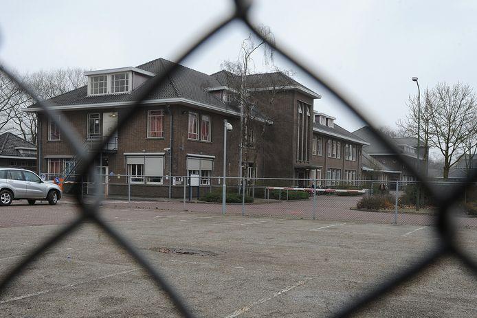 Het asielzoekerscentrum in de voormalige Generaal De Bonskazerne tussen Grave en Velp.