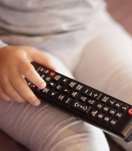 La télé en mangeant? Mauvaise idée pour le langage des plus petits