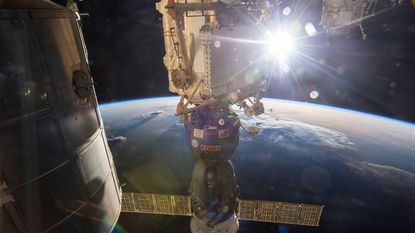 ISS-bemanning maand langer in ruimte na Russische fout