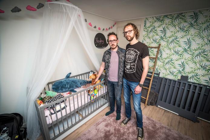 Stefano Franke en Arnout Janssen moeten hun baby afstaan.