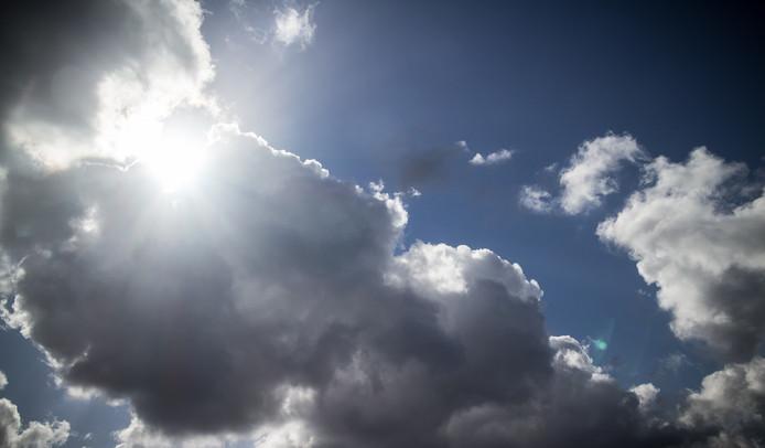 Vrijdag blijft het overwegend bewolkt.