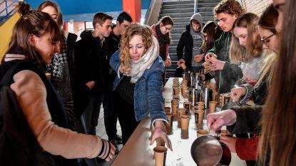 Leerlingen Atheneum ijveren in dikke truien en met warme chocomelk voor beter klimaat