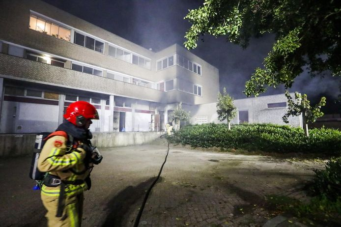 Brand in winkel onder appartementencomplex in Bladel.