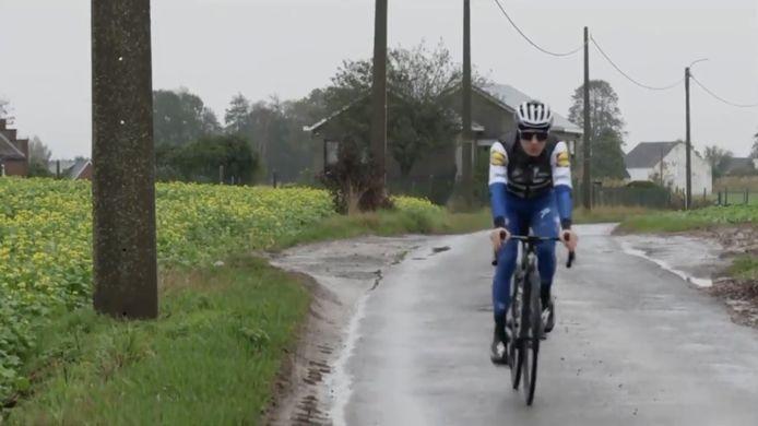 Remco Evenepoel traint weer buiten na zijn zware val in de Ronde van Lombardije
