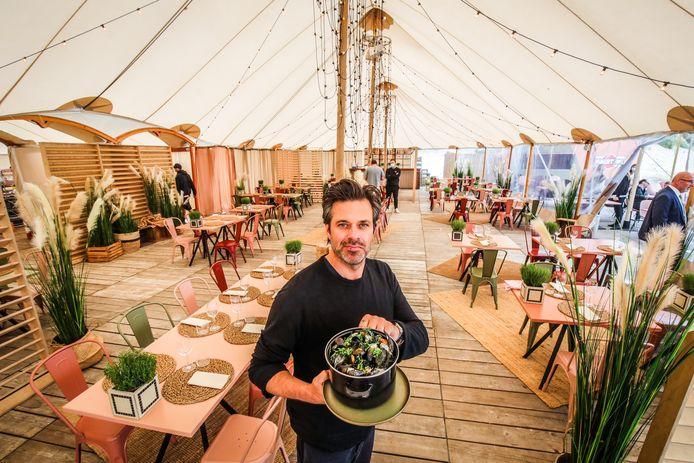 Sergio Herman serveert mosselen in Zeebrugge-Beach