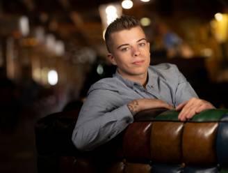 """Aron (25) werkt aan carrière als charmezanger: """"André Hazes senior is mijn grootste voorbeeld"""""""
