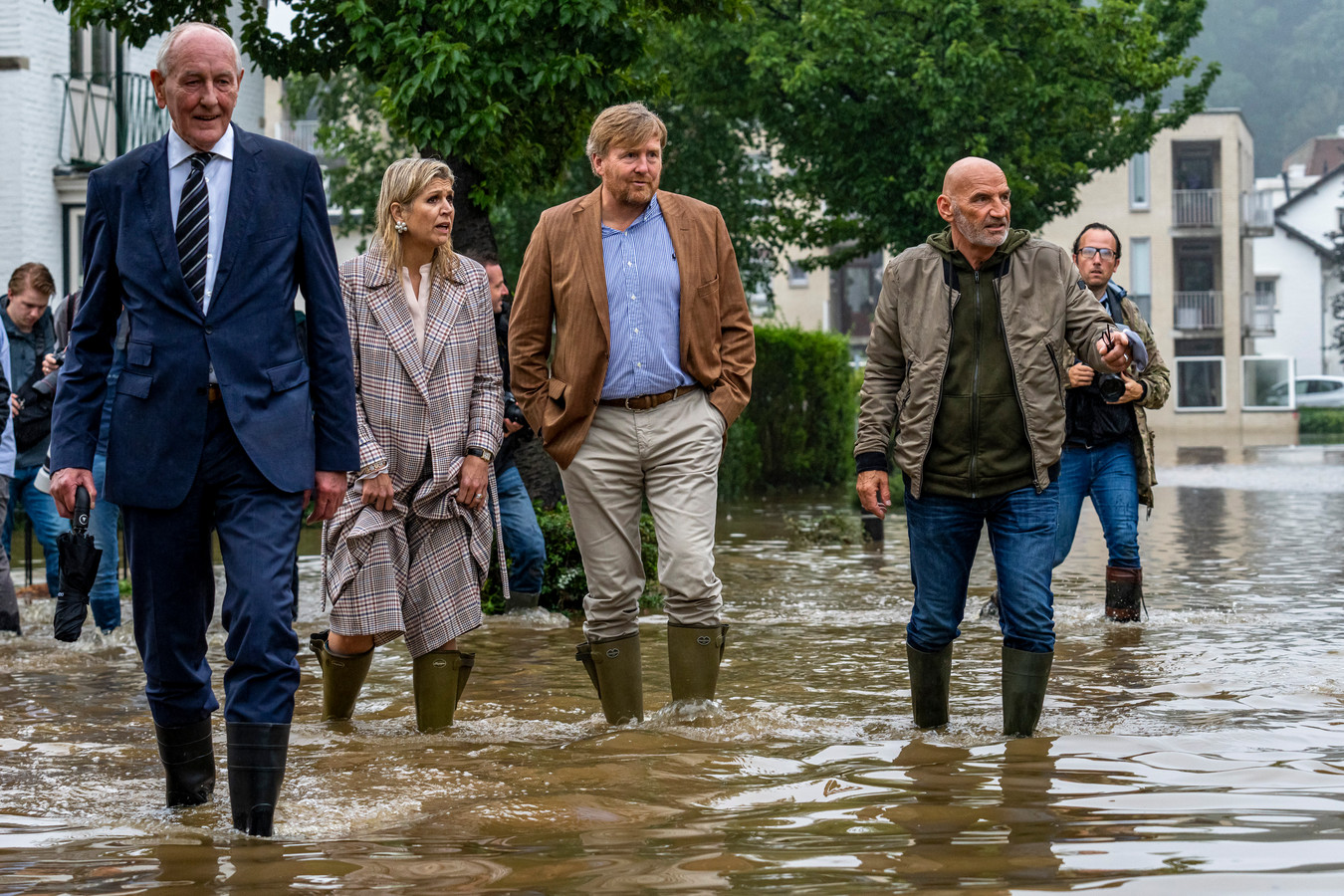 De koning en koningin brachten een bezoek aan Valkenburg, naar aanleiding van de overstromingen.