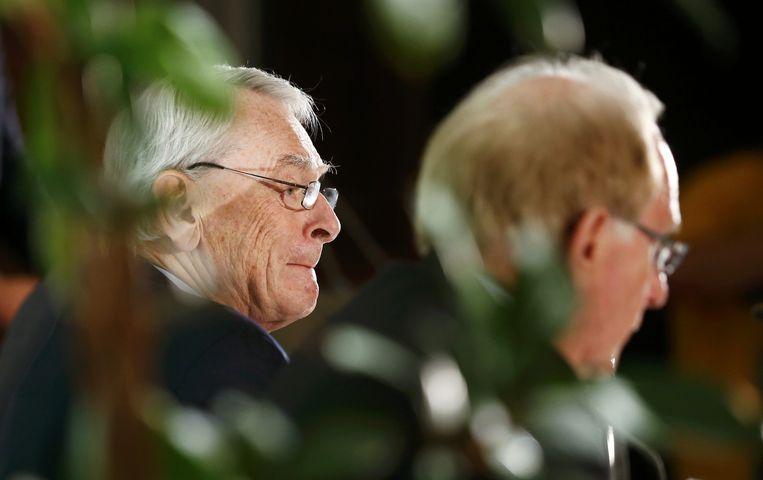 Richard McLaren (links), met Dick Pound, bij de presentatie van het rapport. Beeld reuters