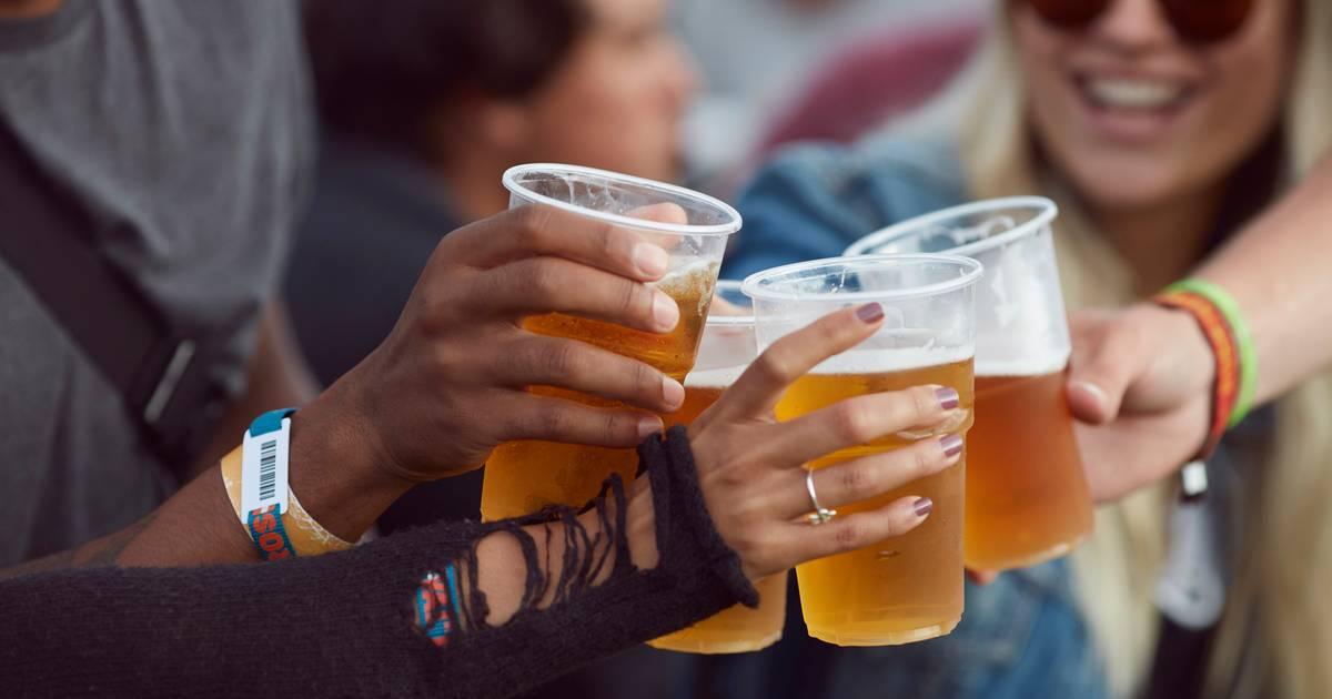 Illegaal feestje in loods Asten, politie bekeurt veertien gasten.