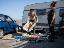 Reddende engel helpt Nicole en Albert aan campingplek (op voorwaarde dat ze geen ruzie meer maken)