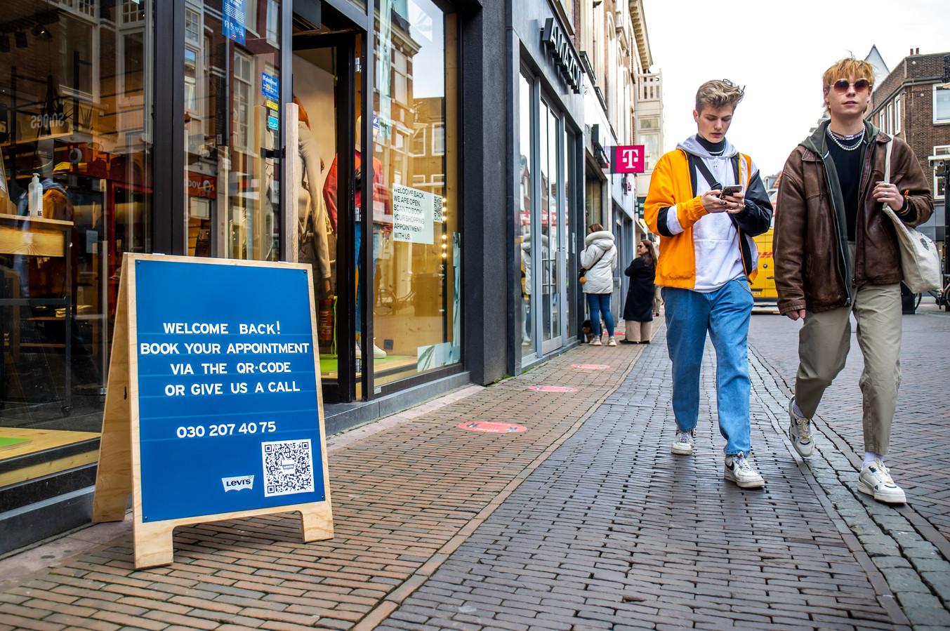 Winkels aan de Lange Elisabethstraat zijn ook geopend voor winkelen op afspraak. .