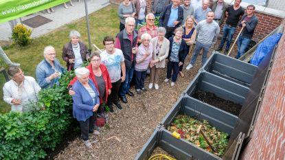 Bewoners De Vlonder strooien eerste eigen compost