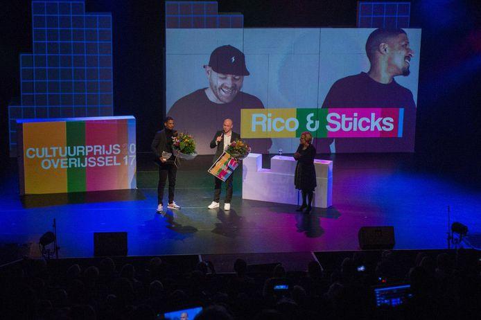 Rico en Sticks ontvangen prijs op de uitreiking van de Cultuurprijs Overijssel 2017.