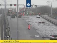 Volkerakbrug richting Rotterdam tot woensdagochtend dicht: slijtage moet eerst hersteld worden