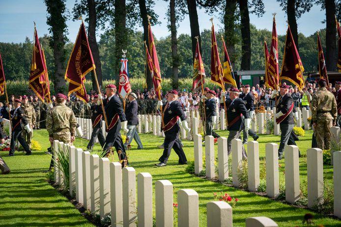 Herdenking op de Airborne Begraafplaats in Oosterbeek in september 2019. De plechtigheid gaat dit jaar wel door, maar in aangepaste vorm en op uitnodiging.