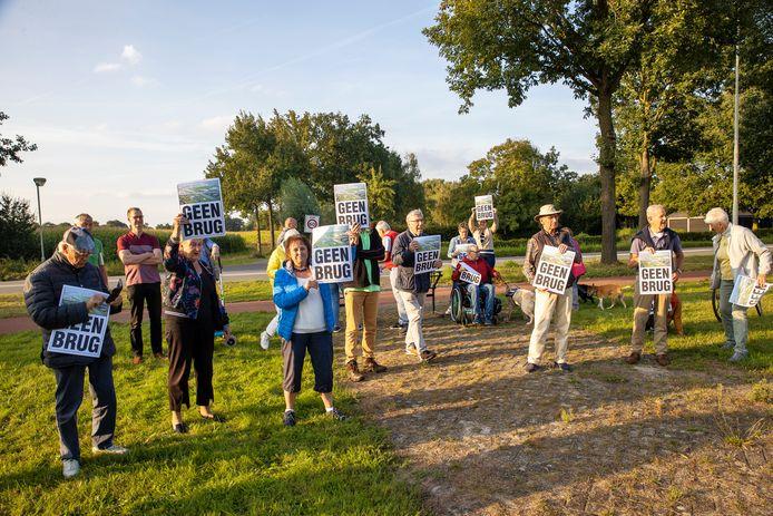 Protest tegen de informatie-avond die daar vanavond wordt gehouden door RWS.