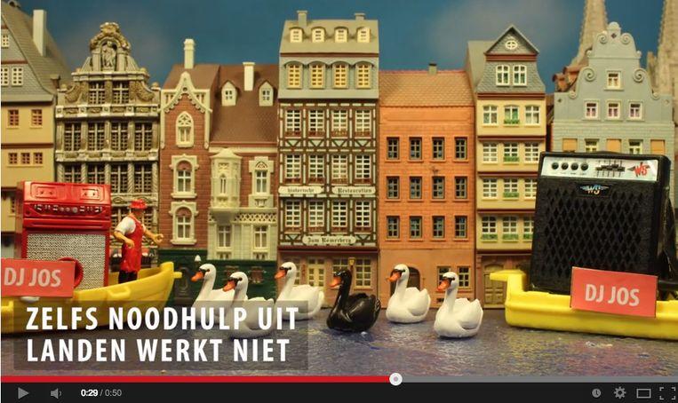 De zwarte zwaan wordt opgevoerd in vele filmpjes op YouTube. Een beeld van de parodie gemaakt door TV Ekkergem.
