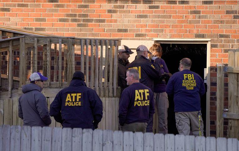 De politie doet een huiszoeking in Antioch, Tennessee, in de VS. Beeld REUTERS