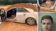 Woesteling (20) dumpt met bulldozer massa aarde op auto vriendin