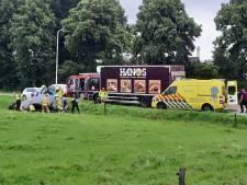 Peperdure Rolls Royce op kant in sloot bij Azewijn, politie vermoedt dat er drank in het spel was