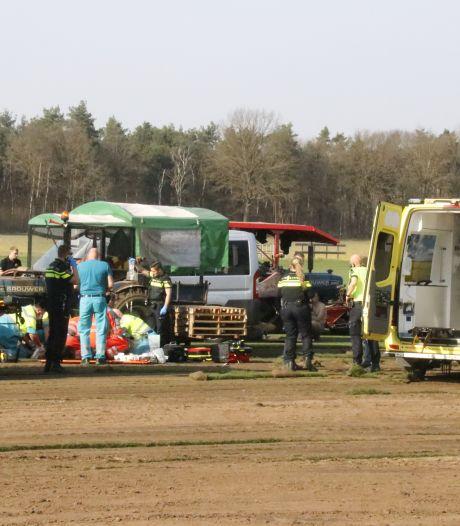 Man komt onder tractor terecht tijdens het bewerken van grasveld in Overloon