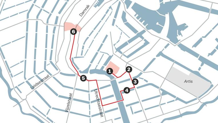 Vanaf het Stadhuisplein voert de tocht onder meer langs het hart van de oude Joodse buurt Beeld Laura van der Bijl