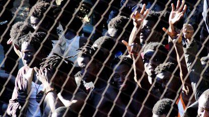 450 migranten met zelfgemaakte vlammenwerpers bestormen Spaanse exclave in Noord-Afrika