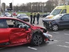 Vrouw gewond bij botsing op Burgemeester Bechtweg in Tilburg