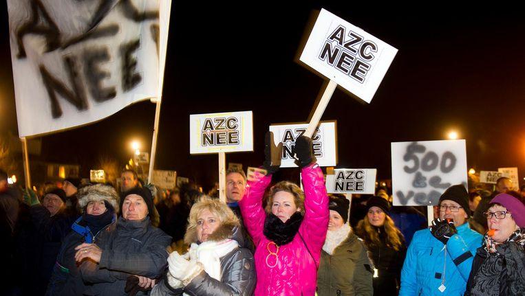 Betogers demonstreren op 18 januari van dit jaar bij het gemeentehuis van Heesch tegen de komst van asielzoekers. Beeld ANP