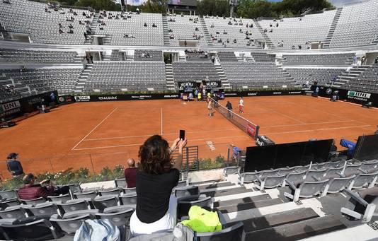Bij de partij tussen Novak Djokovic en Alejandro Davidovich Fokina is weer publiek aanwezig