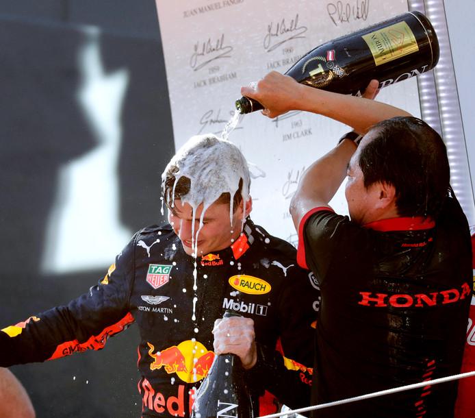 Max Verstappen zegeviert verrassend in Oostenrijk.