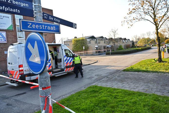 De politie heeft de weg afgesloten.