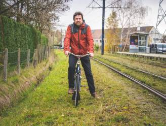 """16 jaar na datum voert Stad Gent 'fietspadplan' van Wondelgemnaar Danny (58) uit: """"Eindelijk kunnen de kinderen veilig naar school"""""""